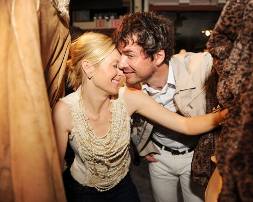 Kelly Rutherford and Matthew Settle just make my heart smile. Ever since I saw their characters on Gossip girl, I saw the chemistry, and wanted their characters together. Then, the more I saw of the actors in real life, I began wanting them together even more than Rufus and Lily. Ha! Their chemistry is undeniable on and off set. ♥♥