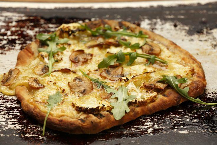 Kukkakaali-sienipizza grillissä