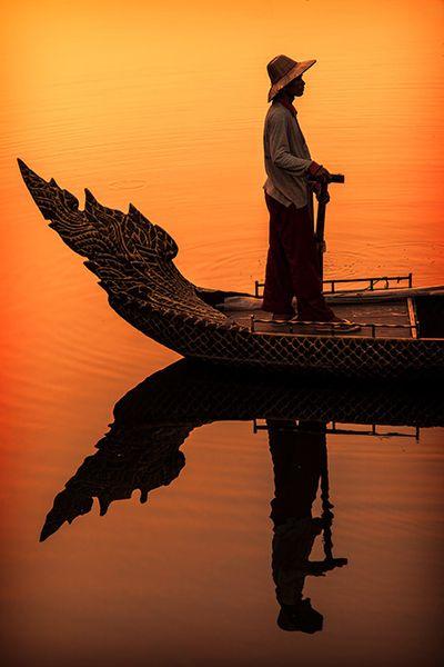 0mnis-e: cambojano Boatman, por R. Andersen.