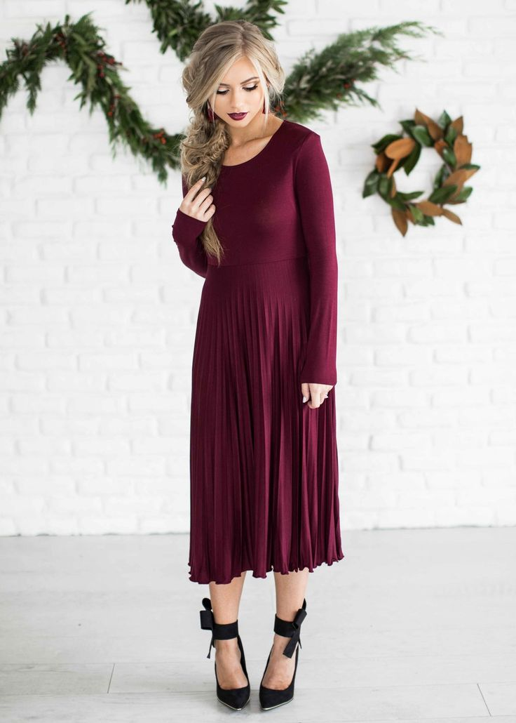 Holiday dress, holiday shoot, bow heels, pleated dress, fashion, shop, style, blonde hair, holiday hair, blonde hair, vivian makeup artist