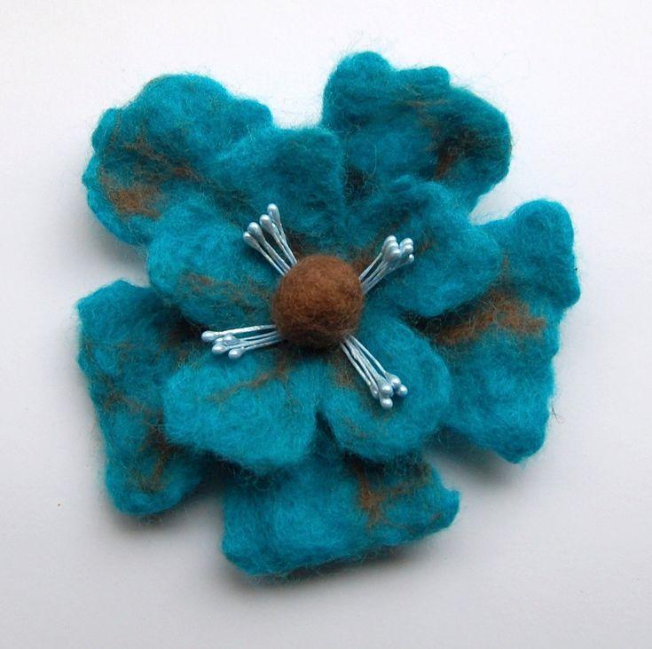 Vilten bloem broche nat gevilte wol van DeKleineKunstenaar op Etsy