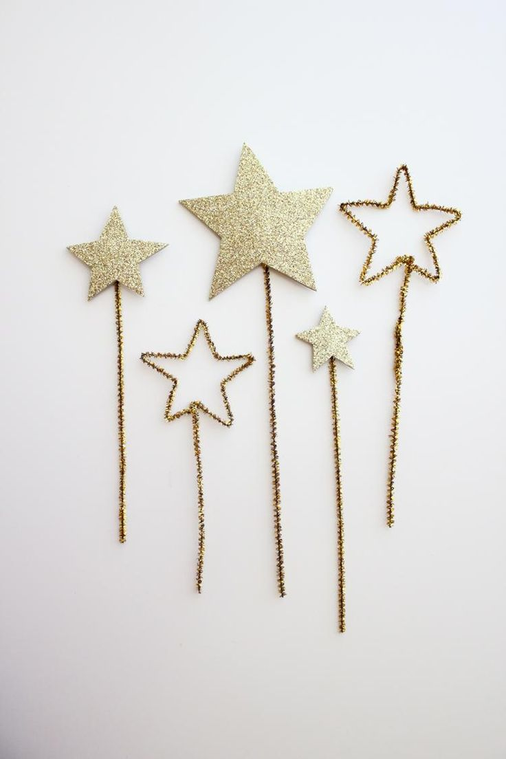gold pipe cleaners meet sparkly glitter for an enchanting playtime accessory.