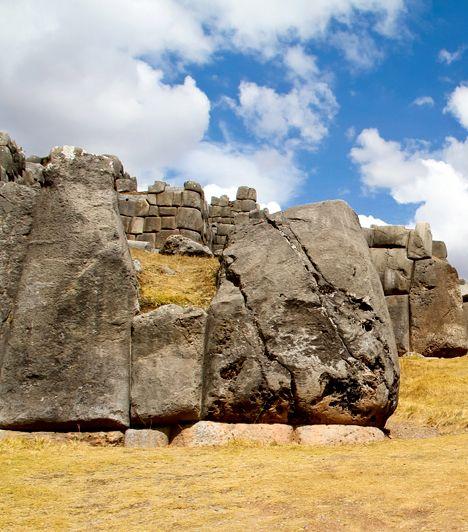7 félelmetes, elhagyott látnivaló Sacsayhuaman, Peru Sacsayhuaman a perui Cuzco közelében található falrendszer, melyet a spanyolok szerint démonok, Erich von Däniken szerint pedig földönkívüliek építettek. Az elhagyott hely bizarr mivoltát fokozza az is, hogy egykor rengeteg ember vére tapadt hozzá, hisz tragikus kimenetelű támadások színhelye volt.