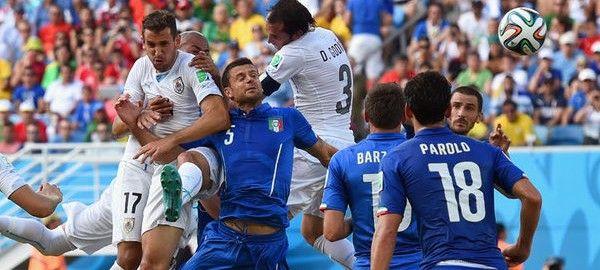 A D csoport harmadik fordulójában két mérkőzésen mindössze egyetelen gól született. Egy uruguay-i szöglet után Diego Godin hátáról pattant az olaszok kapujába a labda.