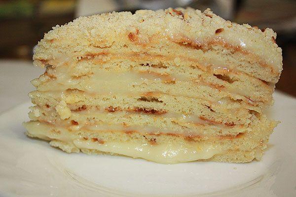 Торт со сгущенкой, приготовленный на сковороде, получается большой и очень вкусный!