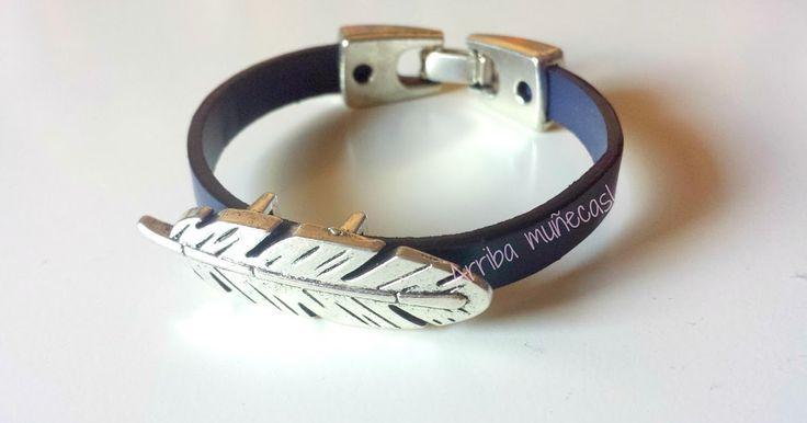 Blue feather by arriba muñecas. boho bracelet