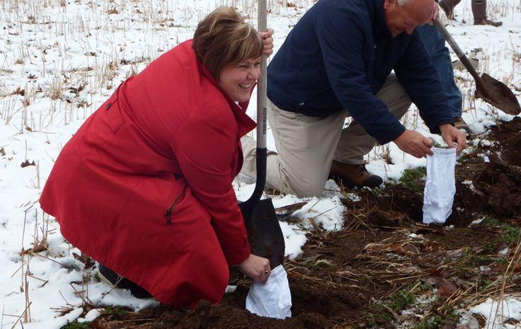 Con motivo de la Semana Nacional de la Conservación del Suelo en Canadá, se invitó a los habitantes a enterrar sus calzones, en una campaña que tiene