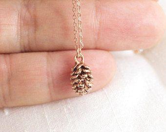 Petit collier en or pomme de pin charme Rose, collier fin, pin cône collier, cadeau de demoiselle d'honneur, anniversaire cadeau-JU7008R