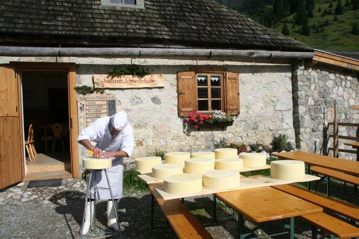 Käseherstellung in der Region Hochkönig in Salzburg (c) Berghotel Arthurhaus und Sennerei Schweizerhütte
