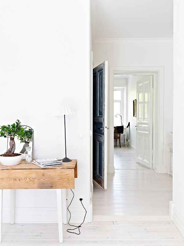My new love. White wood floors! Oh please Oh please!