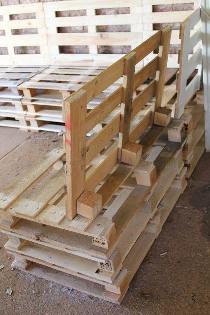 NÁBYTEK Z EUROPALET: Foto návod jak vyrobit jednoduché venkovní sezení z Europalet