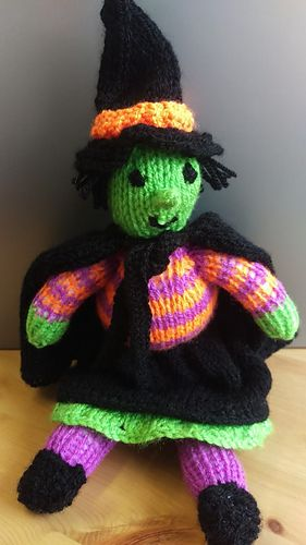 Suki the Smiley Witch | Knitting patterns free beginner ...