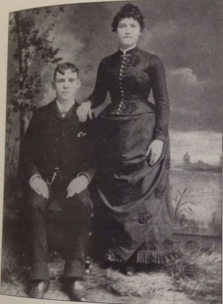 An Early Photo Of John Dillinger S Mother And Father