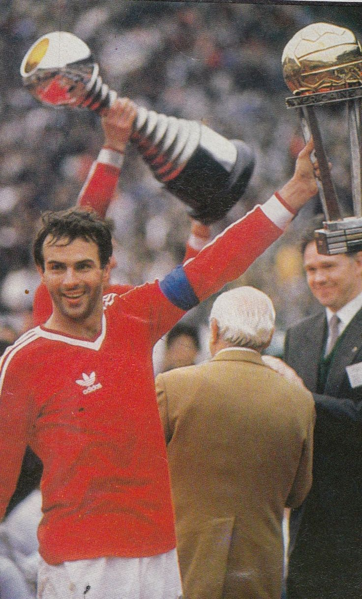 Juventus Captain Antonio Cabrini with an exchanged jersey, December 8, 1985, Intercontinental Cup, Juventus 1-Argentinos Juniors 1