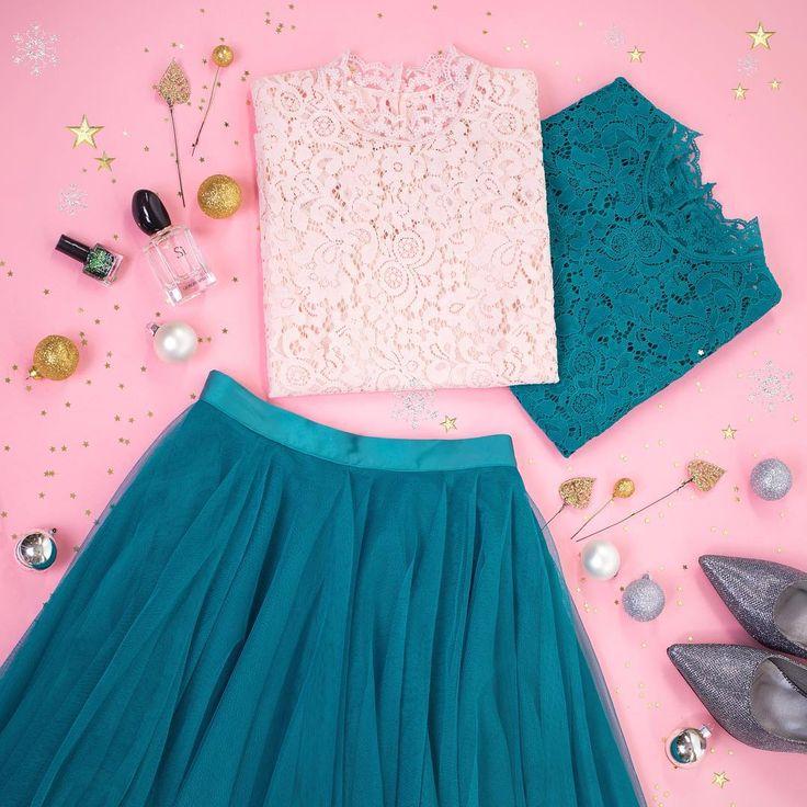 Доказывем, что праздничный образ - это не обязательно платье. Пышная юбка пачка - настоящий хит, в сочетании с кружевным топом создаст нежный образ для самой главной ночи в году🎄✨ И да, догожданые и всеми любимые юбки-пачки вернулись!💥 на выбор три цвета: изумрудный, черный и светло-серый.  Все внимание будет приковано к тебе!❤️ #zarina #fashionblogger #zarinafashion #тренды #шопинг #мода #everydaylook #inspiration #instafashion #sale #presale #распродажа #шопинг #покупайонлайн #like…