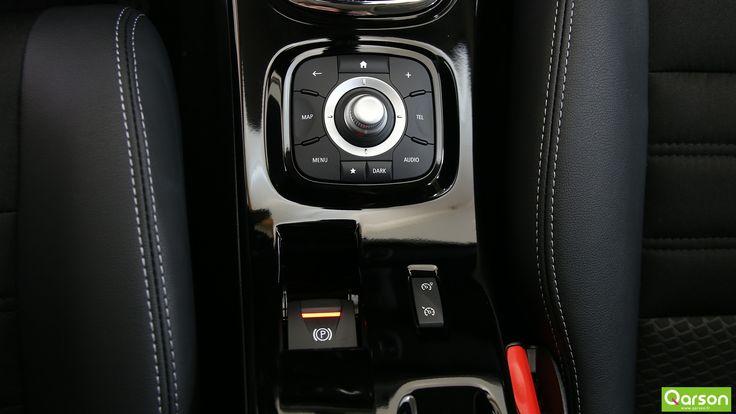 Son frein à main est électrique et assure l'immobilisation du véhicule lors de l'arrêt du moteur. Maintenez une vitesse constante avec l'aide du régulateur et du limiteur de vitesse.