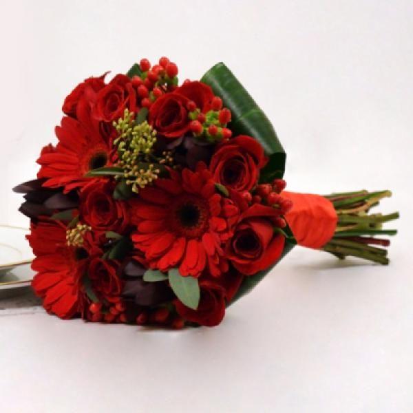 Erinnerungen: Blumenstrauß aus Rosen und Germinis, um sie in Brasilien zu überraschen   – envie presentes online