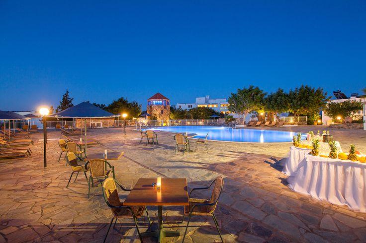 Elounda Breeze - Exterior #vitahotels #crete #elounda #eloundabreeze #exterior #luxury #pool http://www.eloundabreeze.gr/