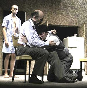 """Elio De Capitani porta in scena """"Morte di un commesso viaggiatore"""" di Arthur Miller con un cast eccezionale e potente che emoziona"""