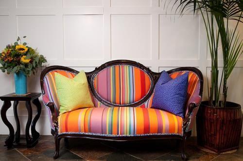 divano colorato per il salotto