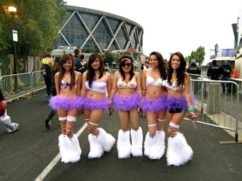 love the white fluffies.   rave babyyy!   Rave, Rave ...