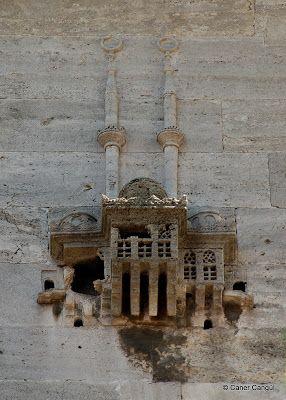 Yeni Valide Camii Üzerindeki Kuş Evi, Üsküdar
