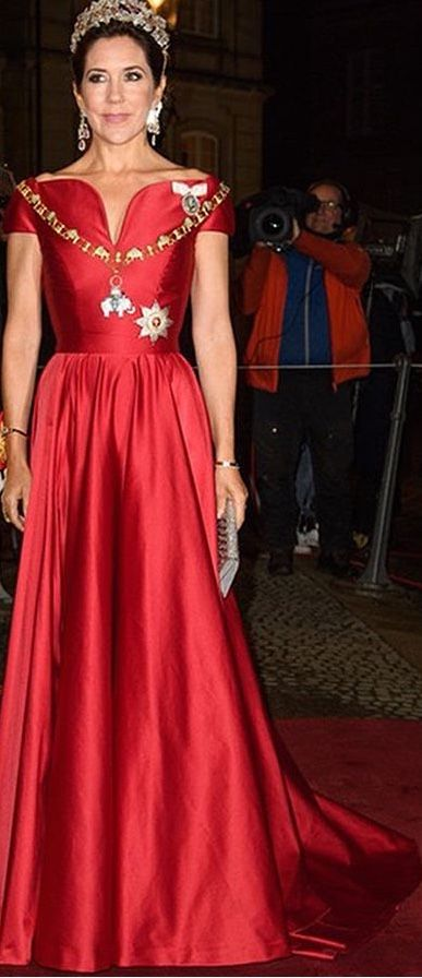 Gala dress 2018. Dress designer Søren Le Schmidt. 1. January 2018, 7:30 pm New Year's Levee and Banquet for the government, chairman of the parliament, representatives of official Denmark and the court at Christian VII's palace