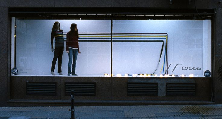 Medianeras (Sidewalls), nice Argentinian movie about phobias, architecture and mis-encounters.