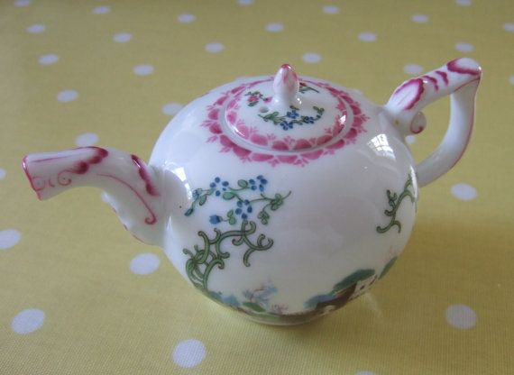 Miniature reproduction c. 1765 Höchst teapot, Franklin Mint for the V&A Museum, London, 1985. Georgian period design with buildings. https://www.etsy.com/inglenookery/listing/217738687/miniature-reproduction-c-1765-hochst