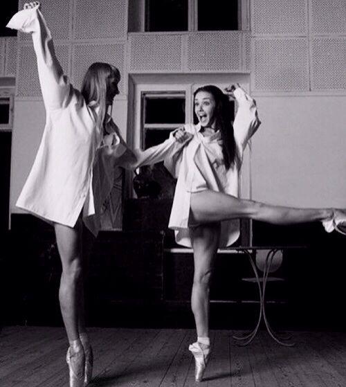 Audrey Hepburn...Look at those thighs!!!