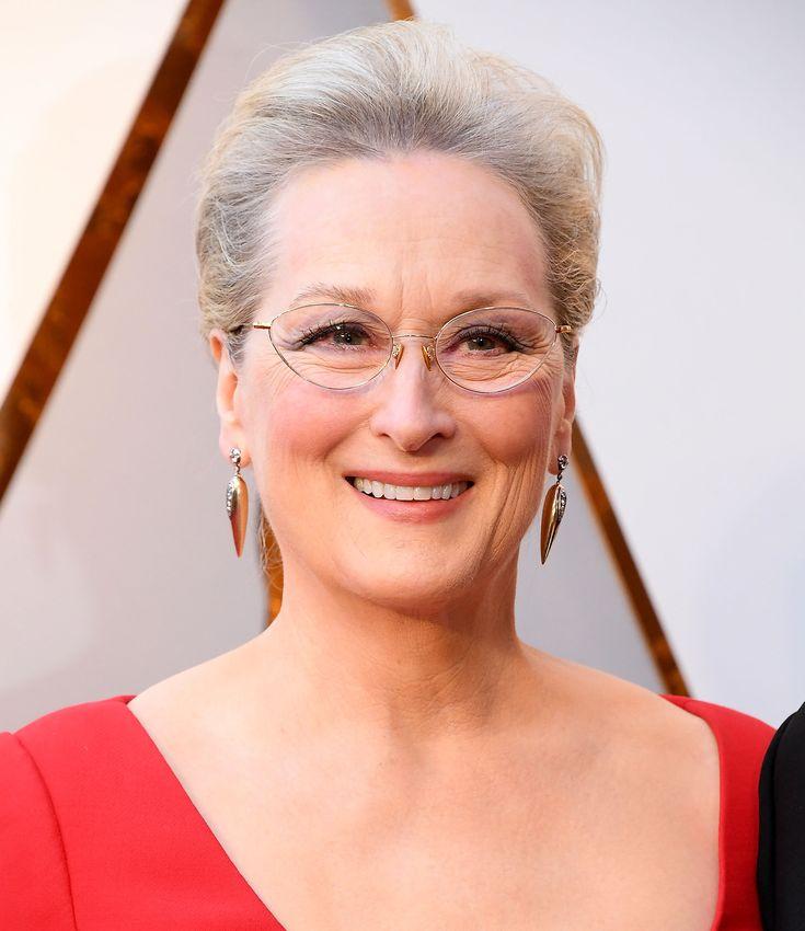 30 veces en las que Meryl Streep nos ha inspirado a vestir como nos de la gana Meryl Streep, The Iron Lady, Mamma Mia, Rosie The Riveter, Amy Poehler, Suffragette, Michelle Williams, Jessica Chastain, Clint Eastwood