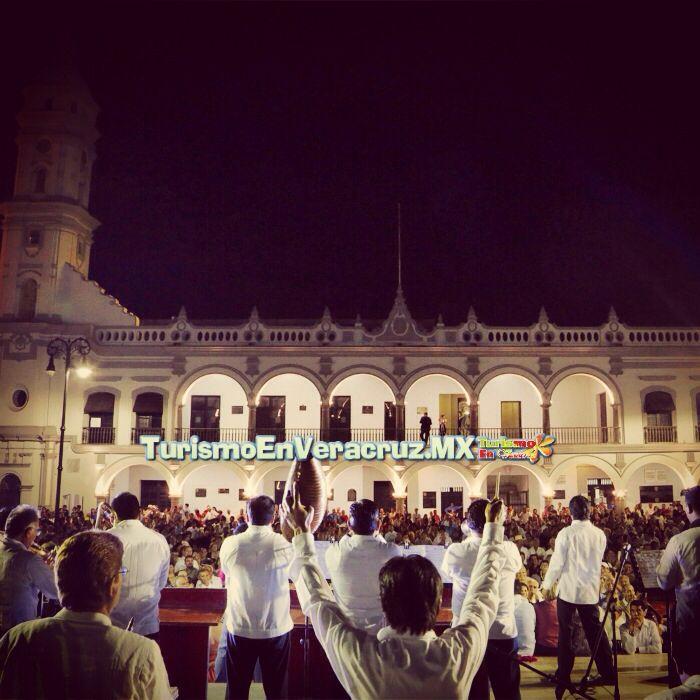Reconocen a la danzonera http://www.turismoenveracruz.mx/2014/05/reconocen-a-la-danzonera-la-playa/ #Veracruz #cultura