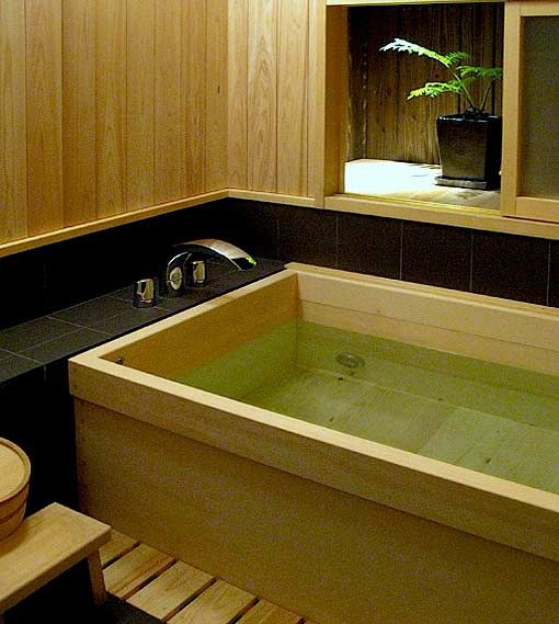 Cedar soaking tub! One of the many gorgeous touches in this classical Japanese townhouse in #Kyoto