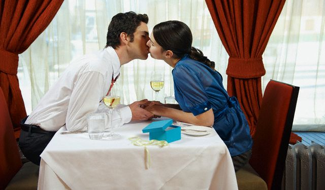 Restaurant and Kiss @ www.wikilove.com/Restaurant_And_Kiss