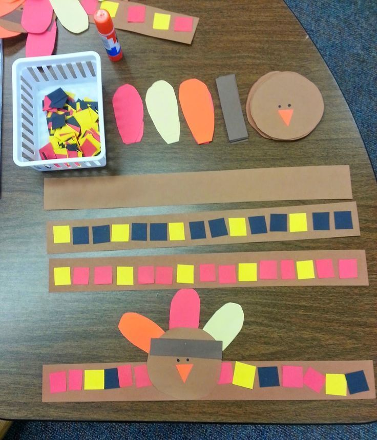 Adorable headbands for a Thanksgiving feast. Students practice patterning and fine-motor skills and teacher can easily spot her students in a crowd!