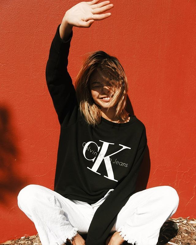 Logo sweatshirt + frayed cropped flare jeans = perfect outfit combo