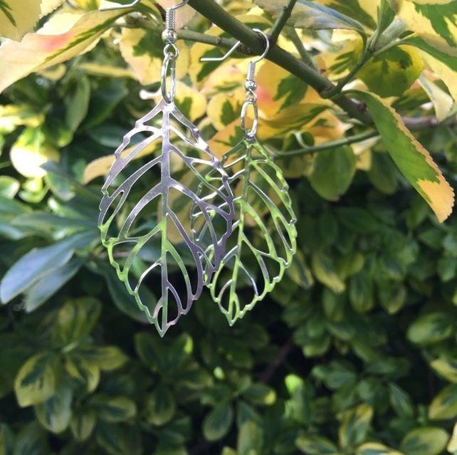 Leaf dangle earrings £3.00
