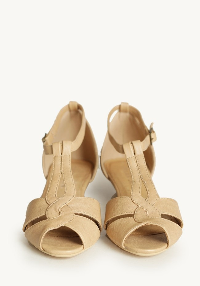 florence low wedge sandals in by chelsea crew