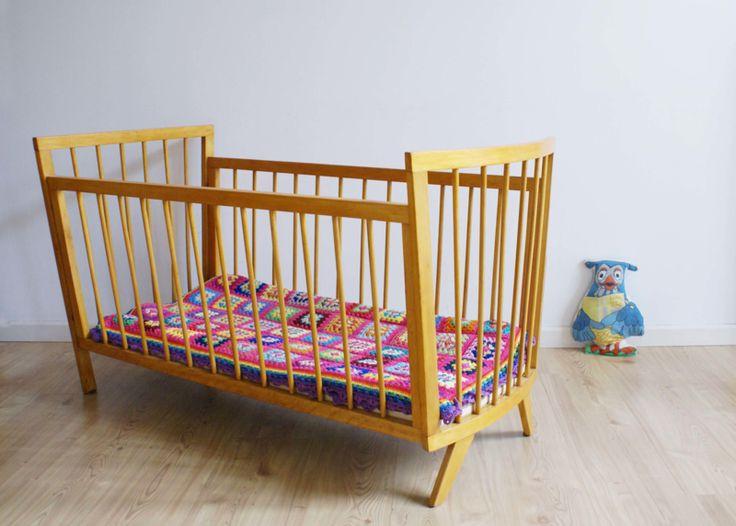 Tof vintage jaren 50/60 ledikant Retro houten bed met spijlen. | Little people | Flat Sheep