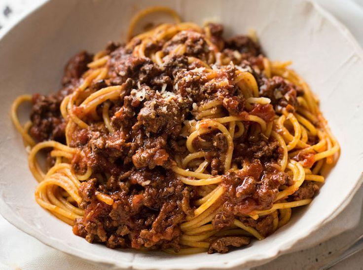 Tout simplement la recette de sauce à spaghetti bolognaise la plus facile à faire dans la mijoteuse. Très savoureuse!