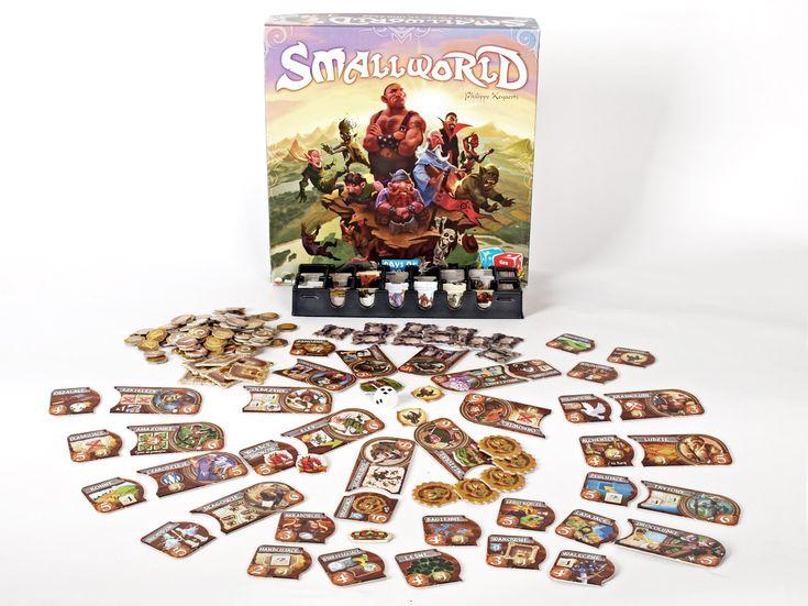 Small World to tytuł, którego najpewniej żadnemu miłośnikowi gier planszowych nie trzeba przedstawiać. To jeden z tych, o jakich się słyszało nawet, gdy nie miało się okazji z nim zmierzyć. W końcu odium sławy wielokrotnej gry roku robi swoje! Przyjrzyjmy się zatem bliżej (za) Małemu Światu. Stan podboju jako stan naturalny Z przyjaznymi żywym stworzeniom …