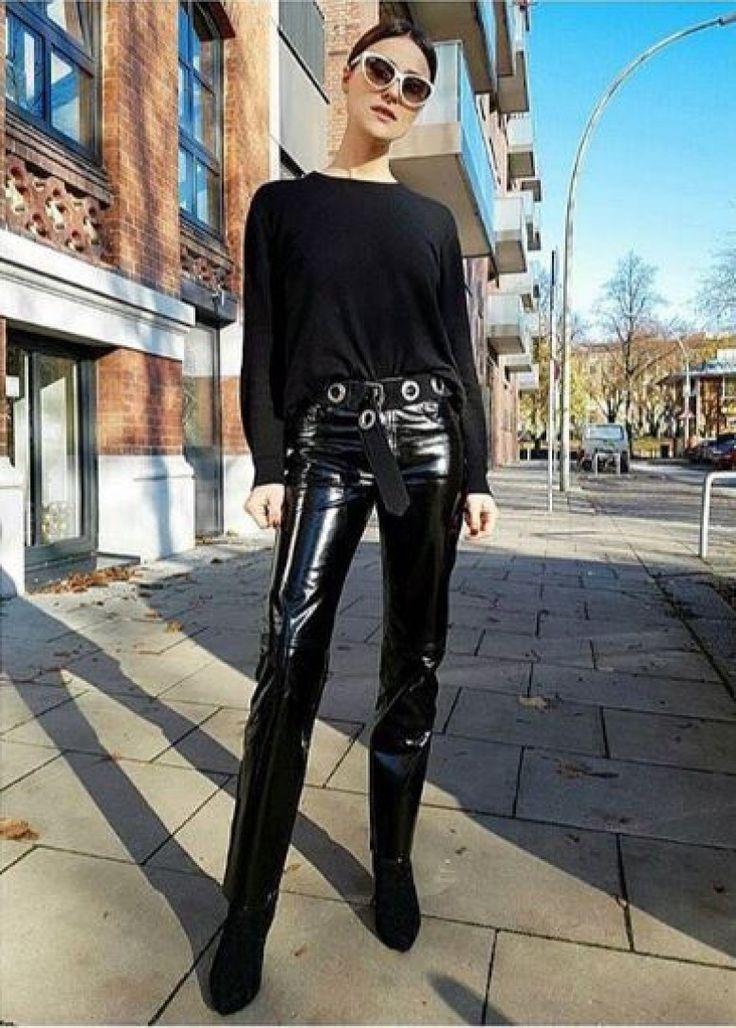 Vous cherchez à mettre un peu de fantaisie dans votre look ? ne cherchez plus. Le pantalon vinyle de retour dans nos dressings !