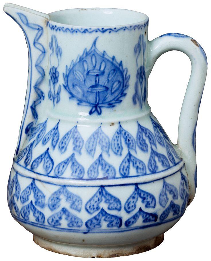 Kütahya ceramics and international Armenian trade networks - Figure 5 - Jug, 1715-1740, Kütahya, Turkey. Museum no. 335-1892