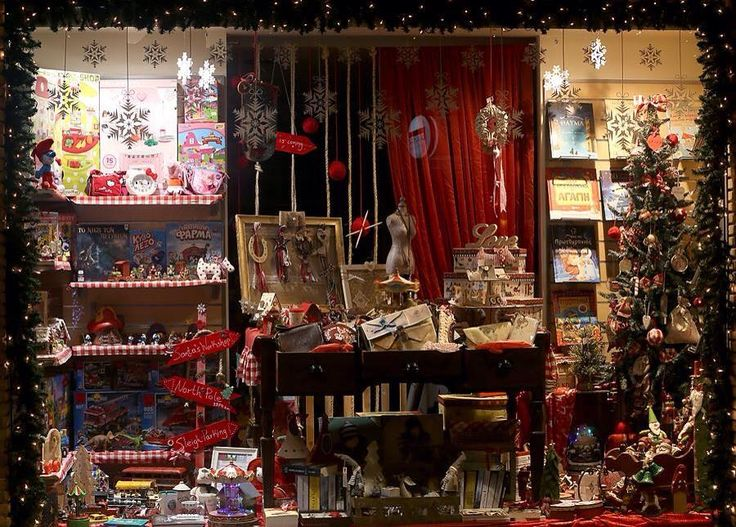 #Christmas window display  #christmasdecor