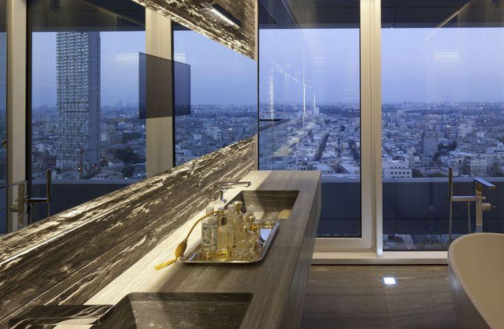 See the tel aviv skyline reflected in this gorgeous modern home personal taste pinterest tel aviv modern and apartments