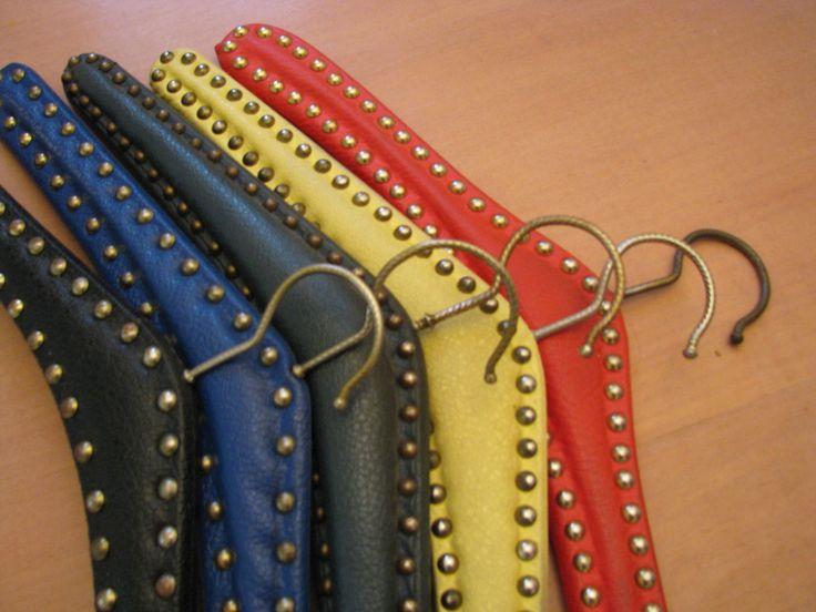 5 x Hanger – 1950s 1960s vintage – Studs & Fake Leather – Different Colours – German Mid Century Home Décor – Rockabella Rockabilly – Set1 von everglaze auf Etsy
