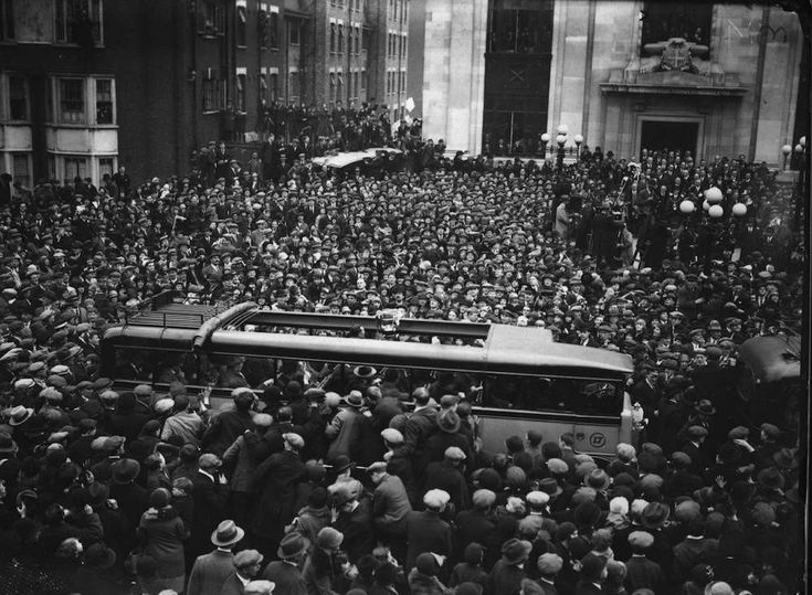 April 1930:  Crowds mob the victorious Arsenal football team as they arrive for a civic reception at Islington Town Hall given by the Mayor and Corporation of Islington. Arsenal defeated Huddersfield 2-0 In the FA Cup Final.  (Photo by Miller/Topical Press Agency/Getty Images)