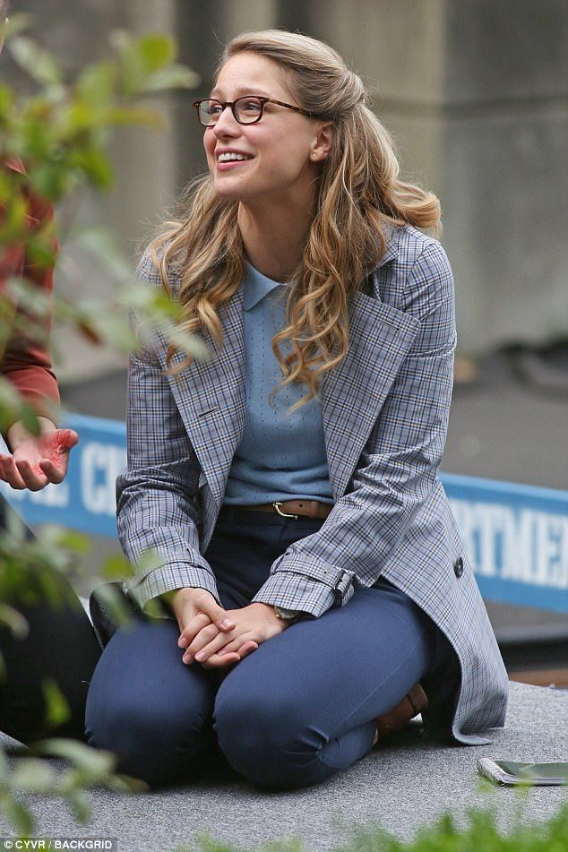 Melissa Benoist hides Supergirl alter ego in geeky outfit | Daily Mail Online