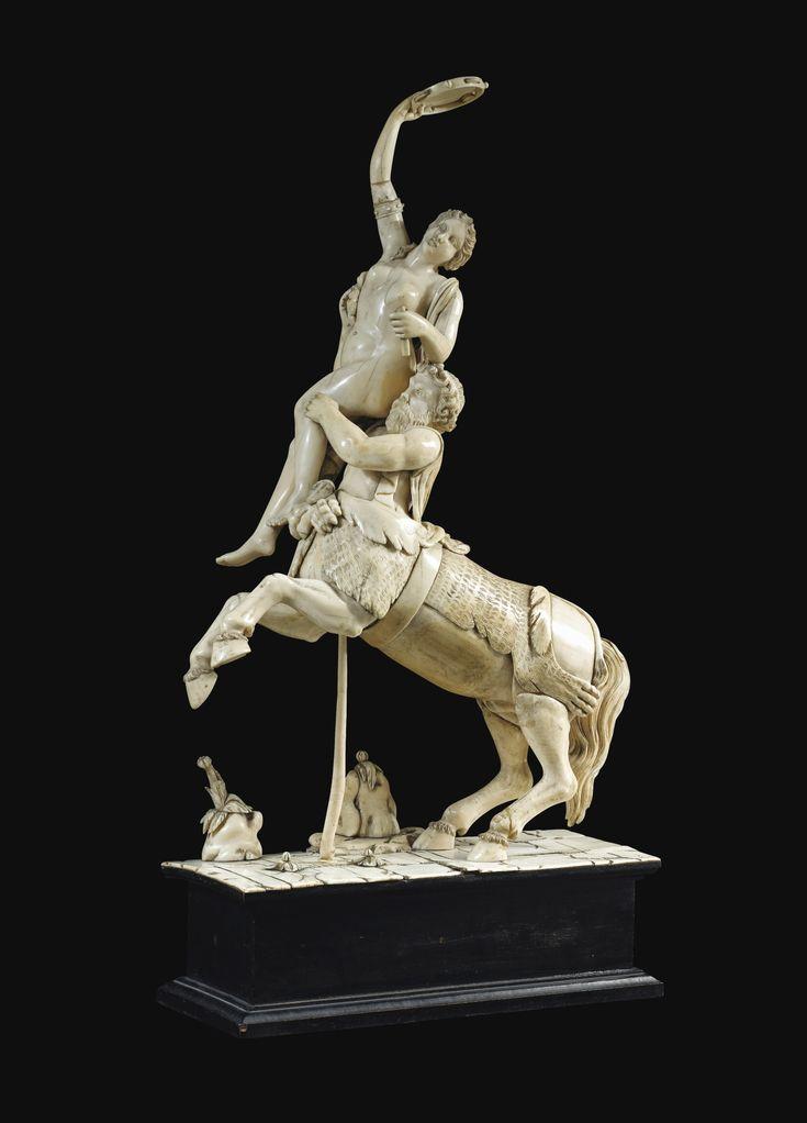 """""""El rapto de Deyanira"""", en marfil, origen alemán o frances, siglo 19, 50 centimetros de altura."""