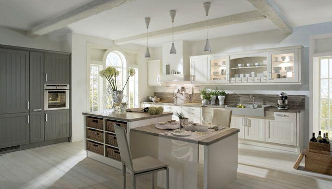 Witte landelijke keuken met keukeneiland   Fotospecial